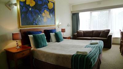 Geelong Accommodation Deluxe King Room